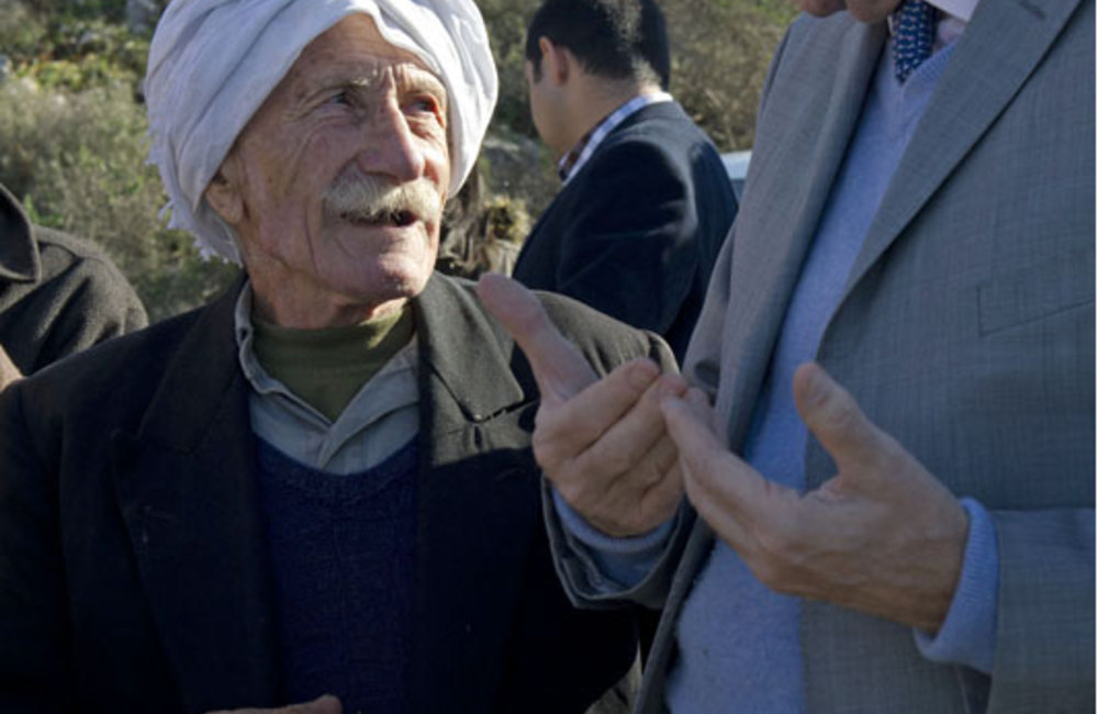 SCL Plumbly speaks with farmer in south Lebanon (18-12-12)-Photo Pasqual Gorriz